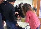 نشطاء أتراك يتداولون فيديوهات ختم أوراق الاستفتاء أثناء عملية التصويت
