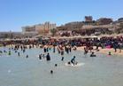 الآلاف يتوافدون على شواطئ الغردقة للاحتفال بشم النسيم