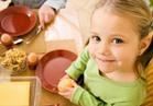 تناول الأبناء كميات كبيرة من الطعام يعرضه لنتائج سلبية فيما بعد