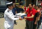 """"""" أمن القاهرة """" يوزع السلع الأساسية على المواطنين بمناسبة شهر مضان"""