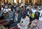 محافظ الفيوم يؤدى صلاة الجمعة الأخيرة من رمضان بمسجد ناصر