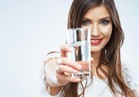 تمنع جفاف الجلد وظهور التجاعيد .. 11 سببا لشرب الماء
