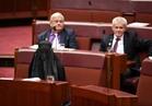 بالصور.. نائبة استرالية ترتدي البرقع في البرلمان