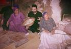 صورة.. تامر حسني يتعرض لموقف مُحرج في إحدى المخابز الريفية