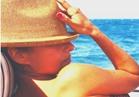 «نيللي كريم» تشارك جمهورها صورة جديدة علي البحر