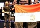 صور| رامي صبري يغني بعلم بمصر احتفالا بفوز المنتخب