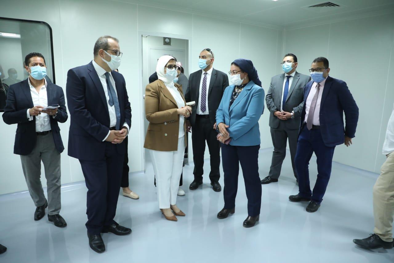 وزيرة الصحة تتفقد مجمع مصانع