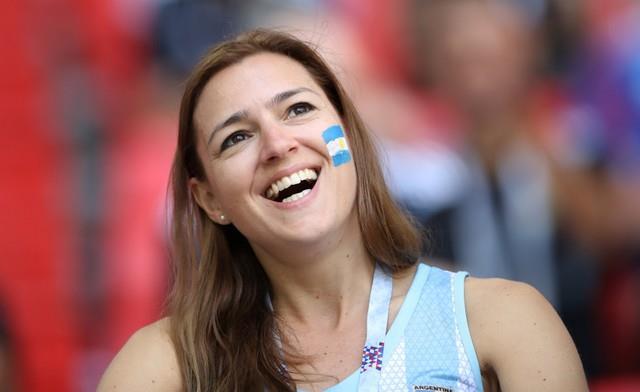 جميلات الأرجنتين تؤازر التانجو أمام أيسلندا