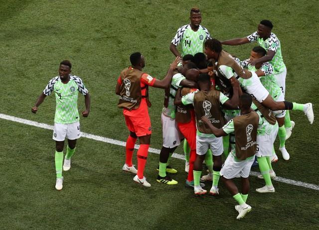 «النسور تبدأ الطيران».. نيجيريا تفوز على إيسلندا بهدفين