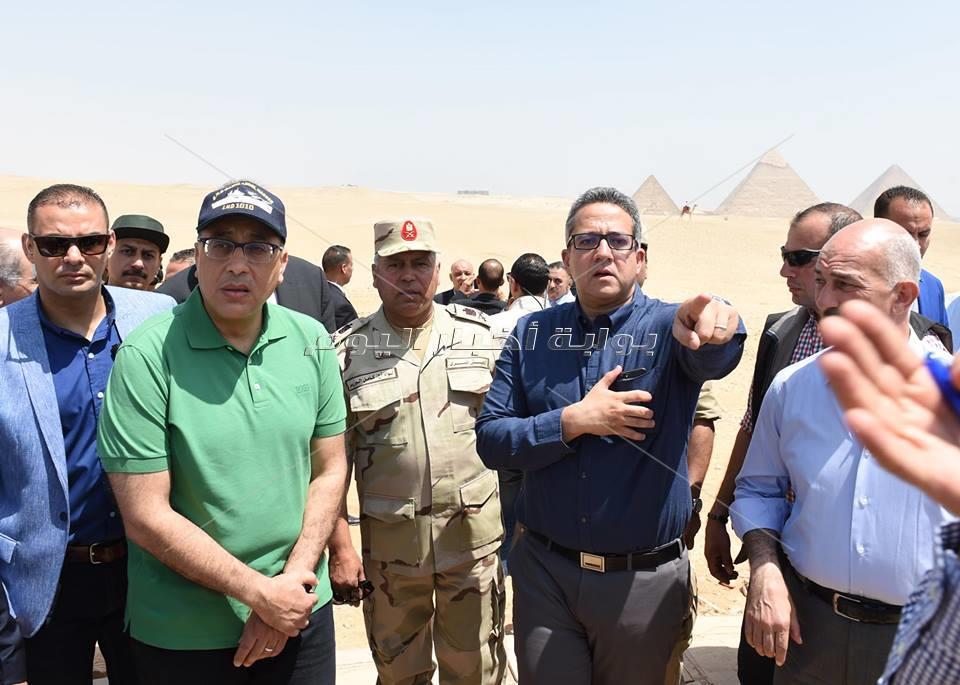 رئيس مجلس الوزراء يتفقد مشروع تطوير هضبة الأهرام