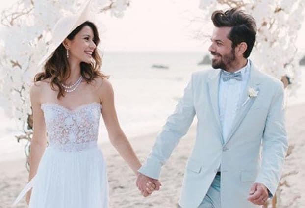 تناقلت بعض الصحف والمجلات أنباء عن انفصال الممثلة التركية بيرين سات عن زوجها المغني كنان دوغلو.