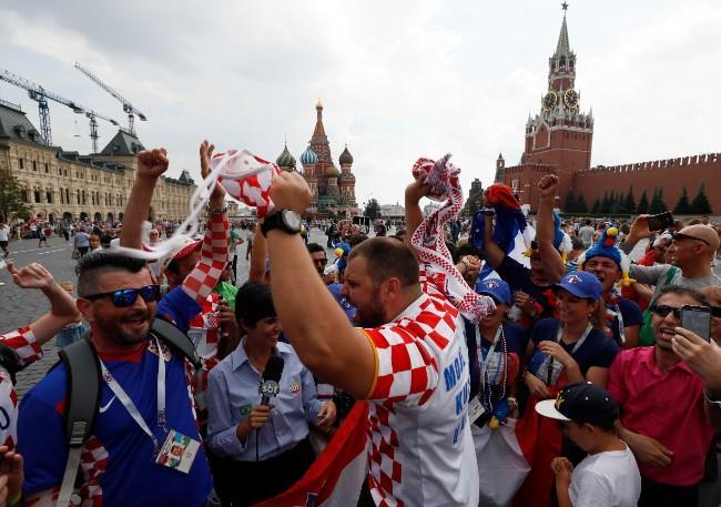 استعدادات الجمهور الكرواتي للقاء النهائي