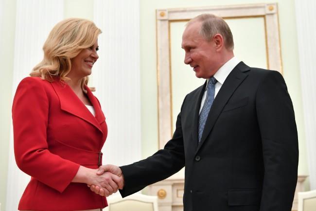 استقبال بوتين لرئيسة كرواتيا ورئيس فرنسا