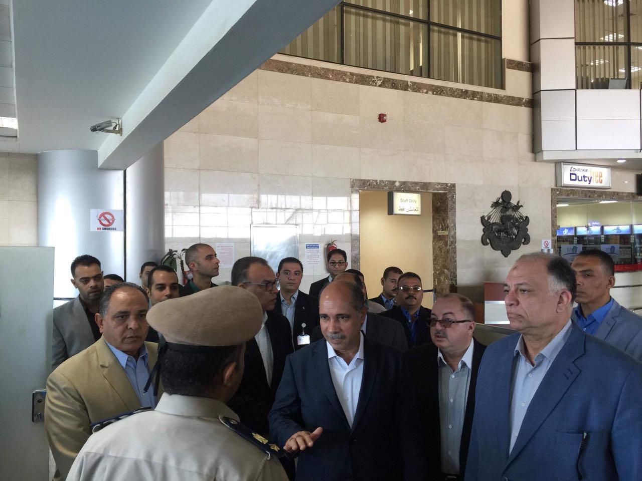 وزير الطيران المدني الفريق يونس المصري يتفقد مطار سوهاج الدولي