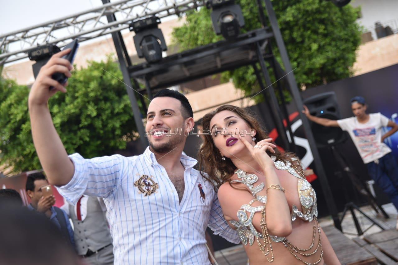حمادة مجدي يُغني.. وأنستاسيا ترقص بحفل «club xS»