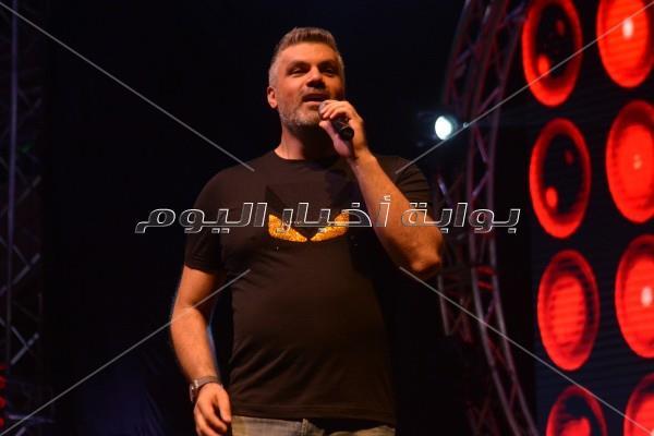 فارس كرم يفتتح أولى حفلات مهرجان «طابا هايتس»