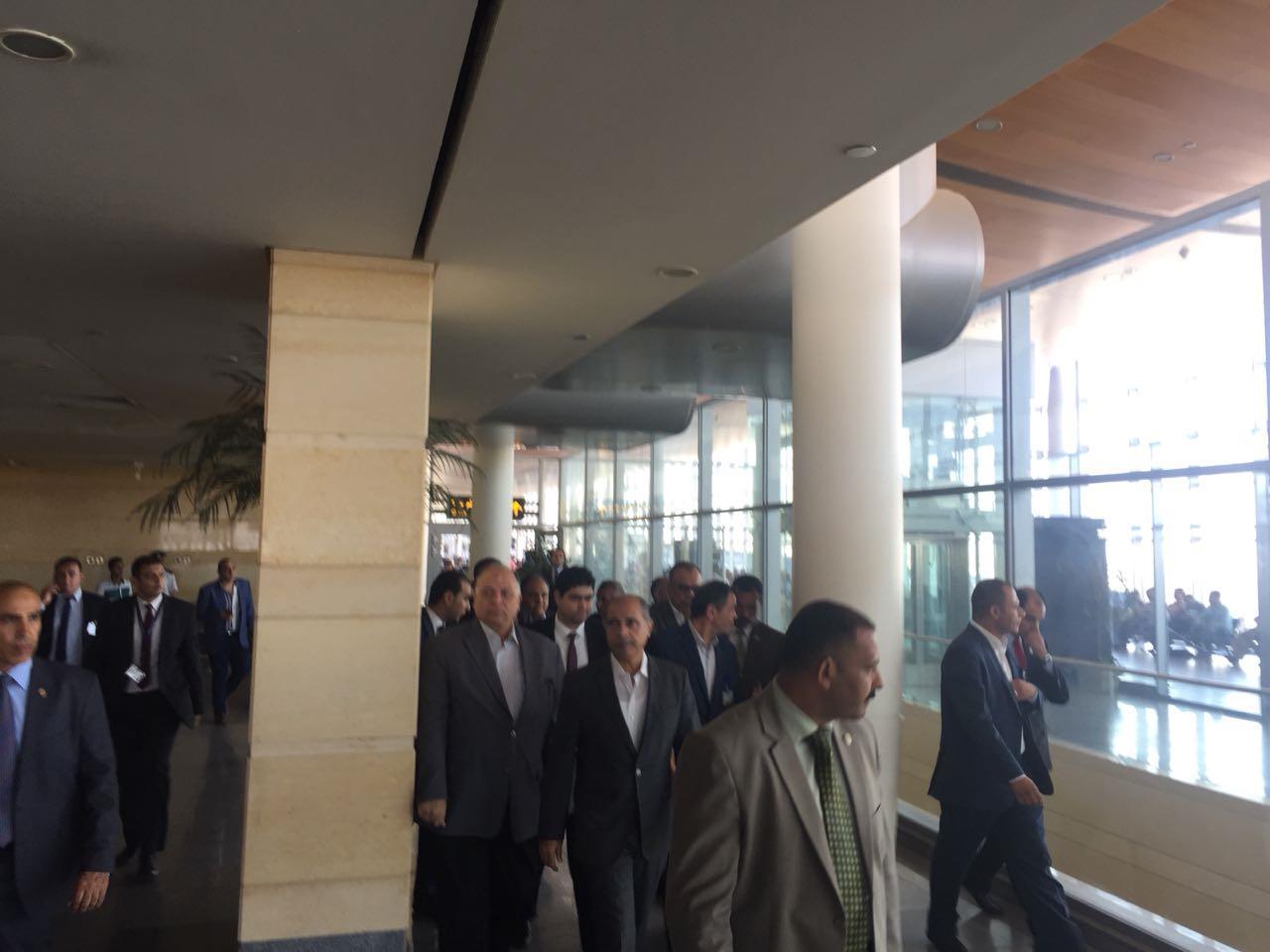 وزير الطيران يتفقد موقع إنشاء أول مبنى ركاب  صديق للبيئة بمطار برج العرب