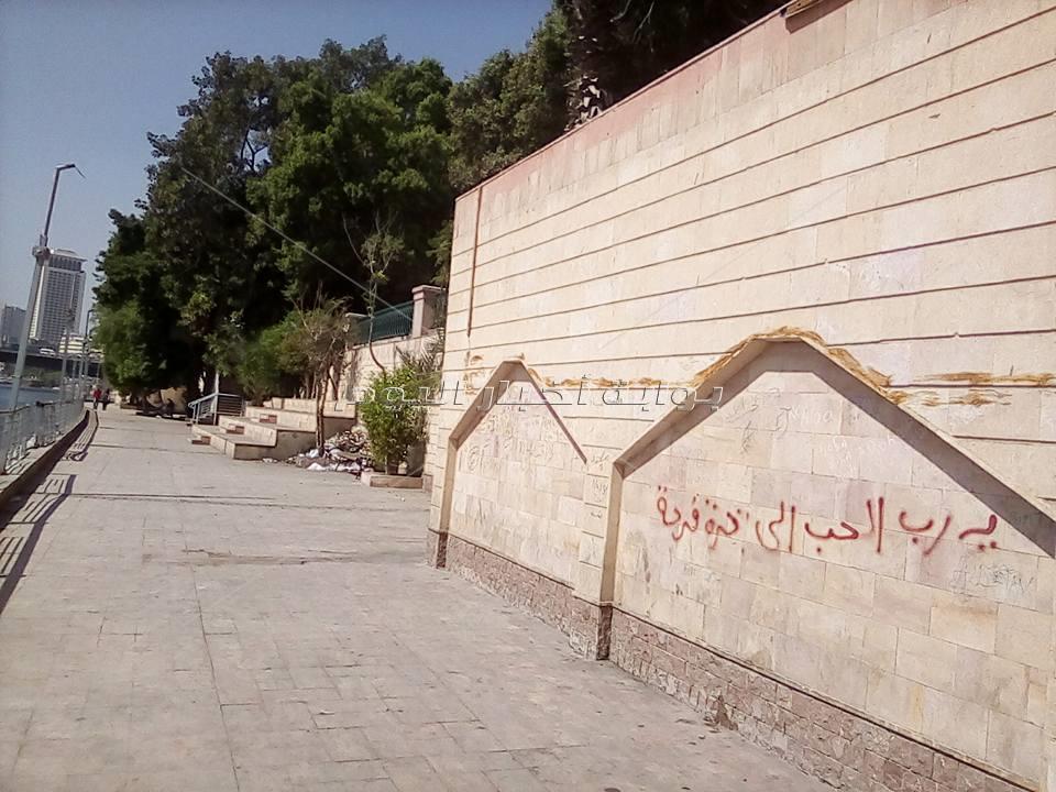 «ممشى أهل مصر» يستعيد بريقه قبل العيد.. و«جدار العشاق» يخلد قصص الحب «رواده»