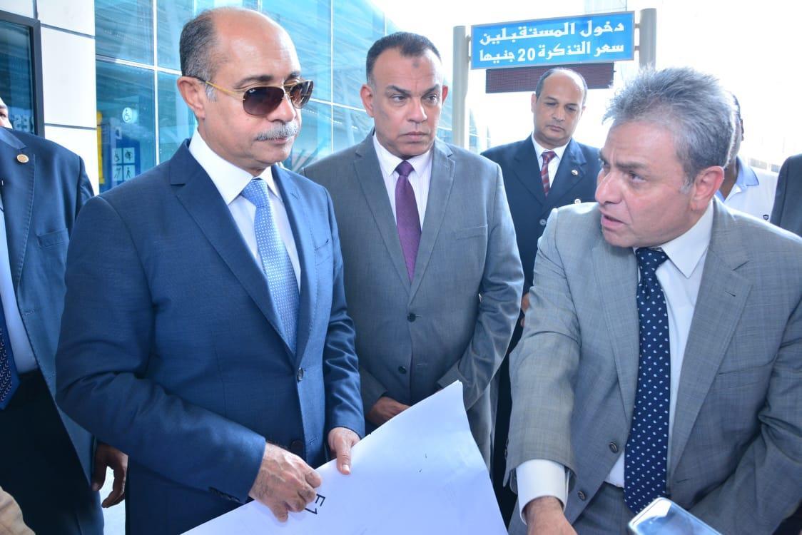 جولة موسعة للفريق يونس المصري بمطار القاهرة الدولي