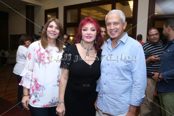 مفيد فوزي ونبيلة عبيد وسميرة أحمد بصالون إحسان عبدالقدوس