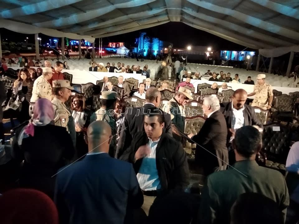 بدء وصول الوزراء والفنانين ورجال الدين إلى مقر ملتقى الأديان العالمي