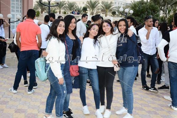 «ديسكو مصر» و«الحريري»  يشعلان حفل الجامعة البريطانية