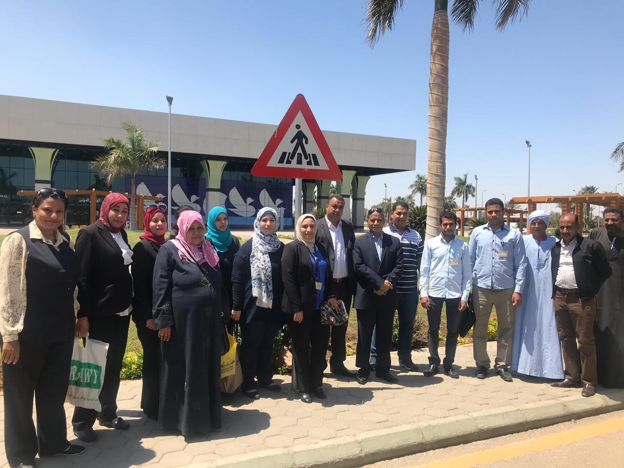 العاملين بمطار الأقصر يتوجهون للمشاركة في الإستفتاء على التعديلات الدستورية
