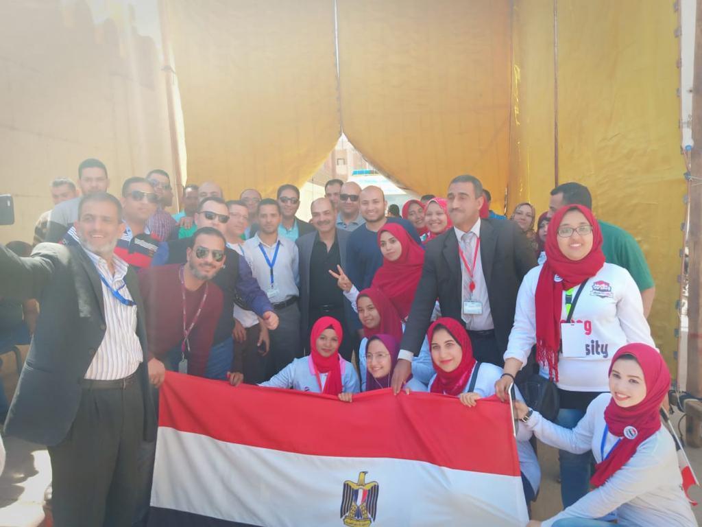 العاملين بمطار الغردقة يتوجهون للمشاركة في الإستفتاء على التعديلات الدستورية