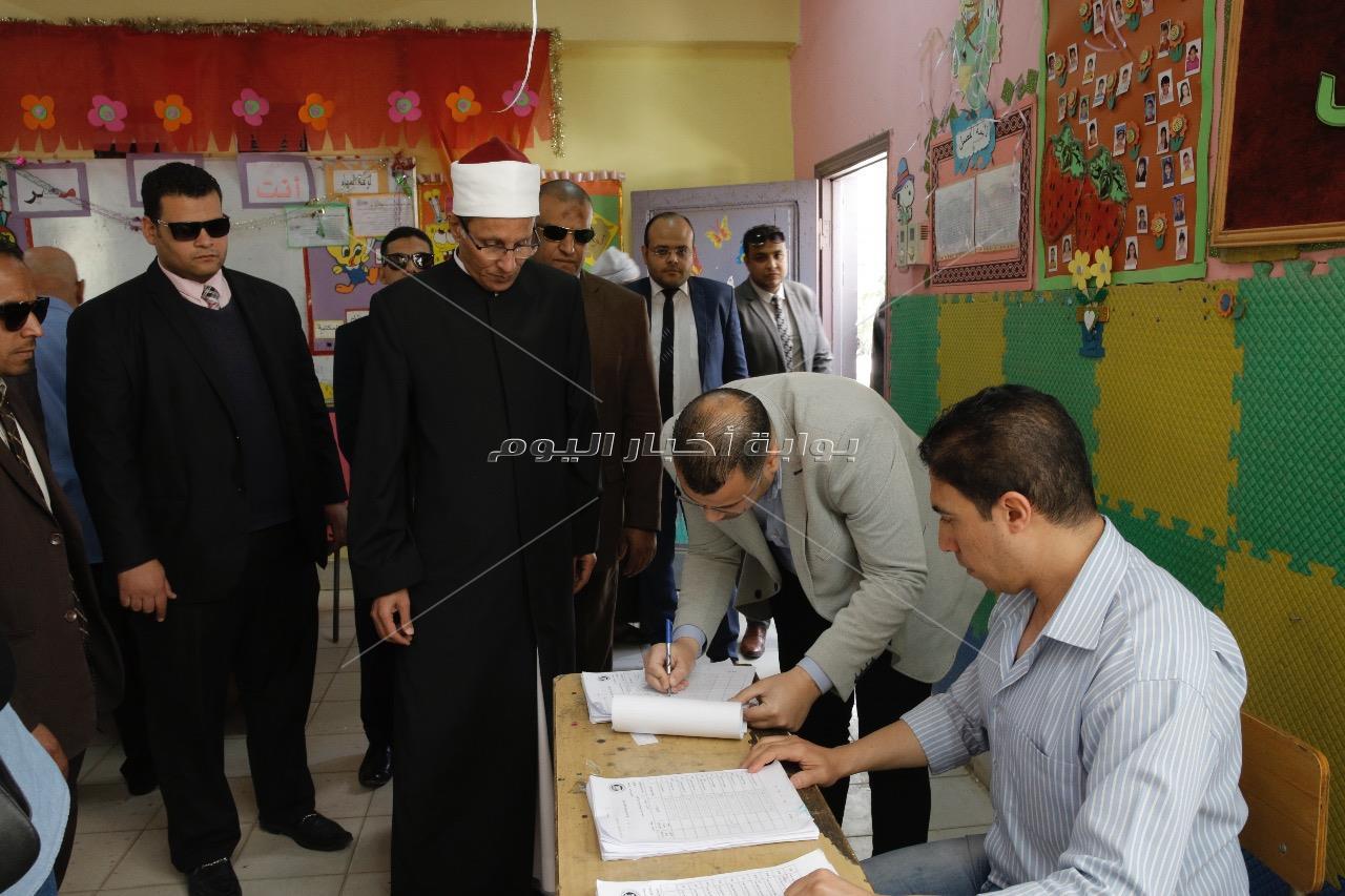 وكيل الأزهر يدلي بصوته في الاستفتاء على التعديلات الدستورية