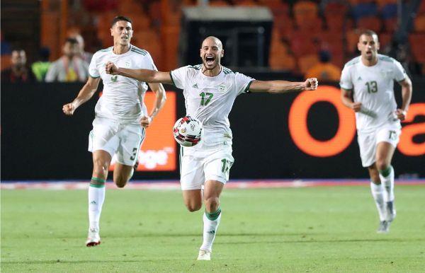 احتفالات الجزائر تشعل استاد القاهرة