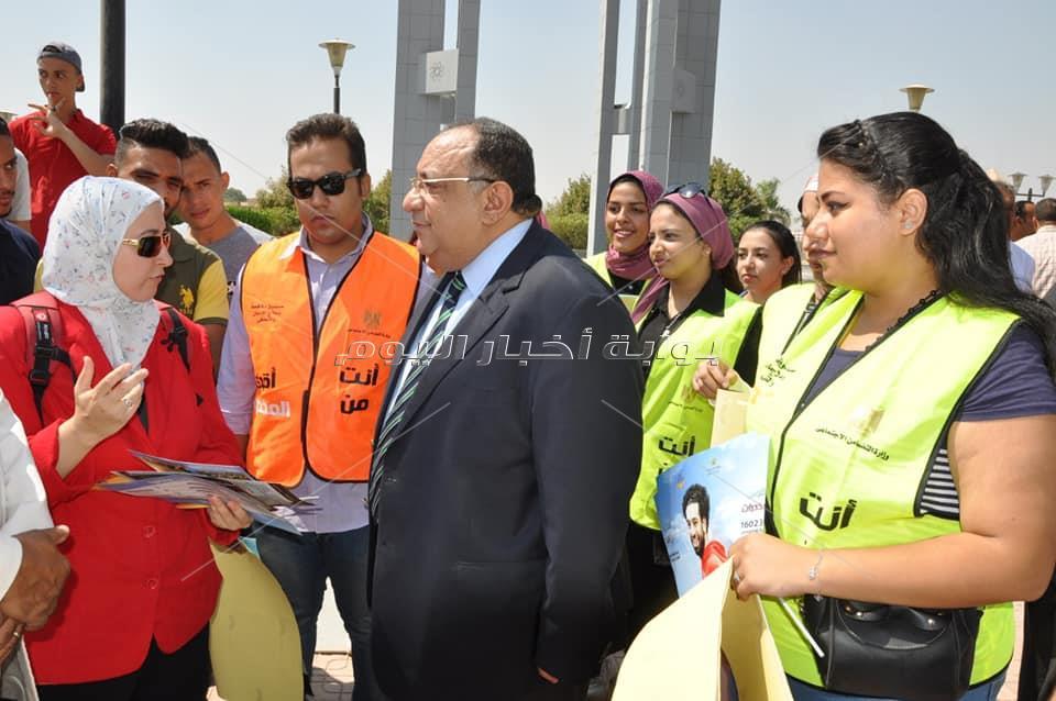 رئيس جامعة حلوان يرفع علم مصر احتفاءً ببدء أول أيام العام الجامعي الجديد 2019-2020