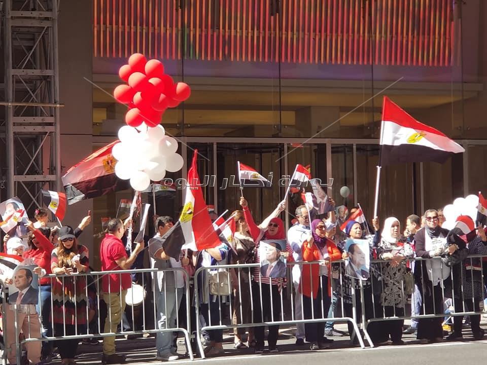 الجالية المصرية تنظم وقفة لتأييد الرئيس السيسي امام مقر إقامته
