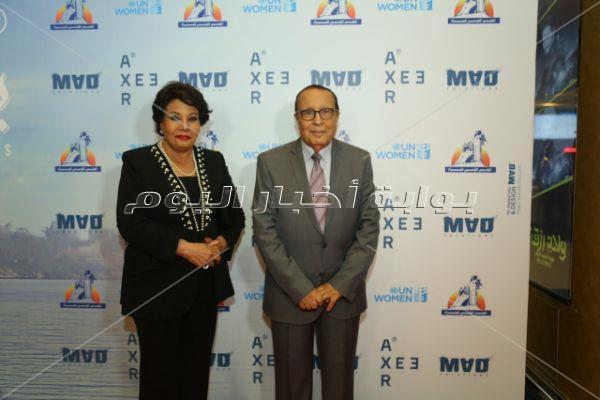 فردوس عبد الحميد وعمرو عبد الجليل في العرض الخاص لفيلم «بين بحرين»