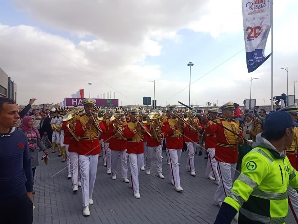 الموسيقى العسكرية تبهر جمهور معرض الكتاب