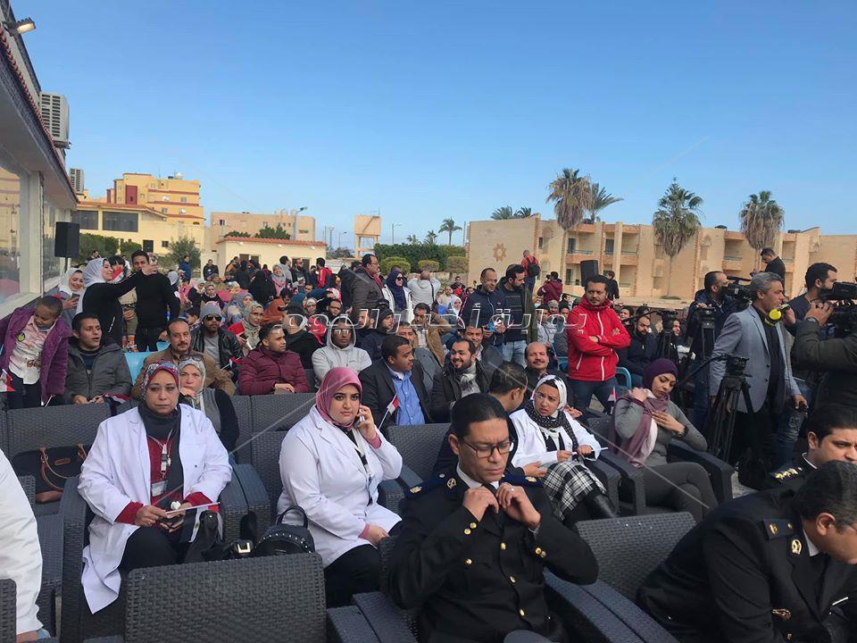 فرحة المصريين العائدين من الصين عقب فض الحجر الصحي بمطروح