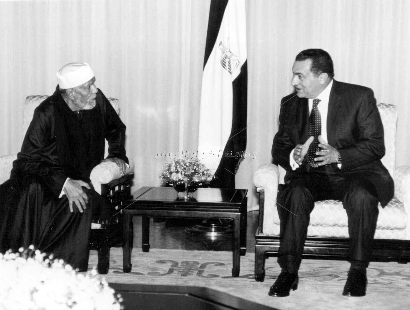 الرئيس الأسبق حسني مبارك والشيخ الشعراوي والبابا شنودة
