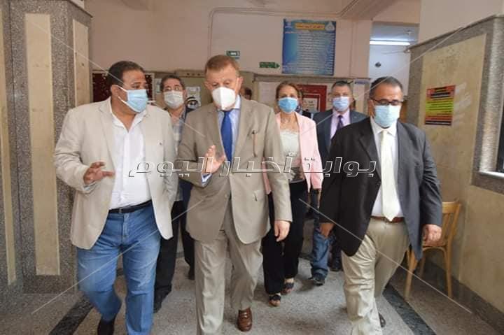 جولة تفقدية لرئيس ونائب رئيس جامعة عين شمس بكليتي التجارة و الآداب للإطمئنان على سير الامتحانات