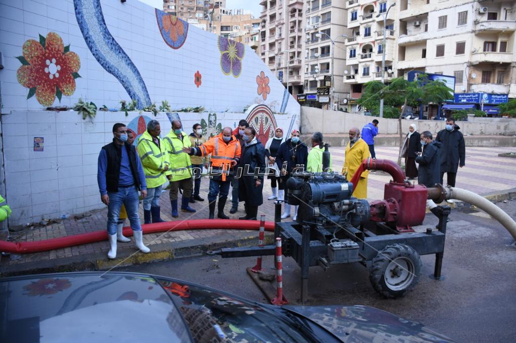 محافظ الإسكندرية يتفقد الميادين والأنفاق لتصريف مياه الأمطار