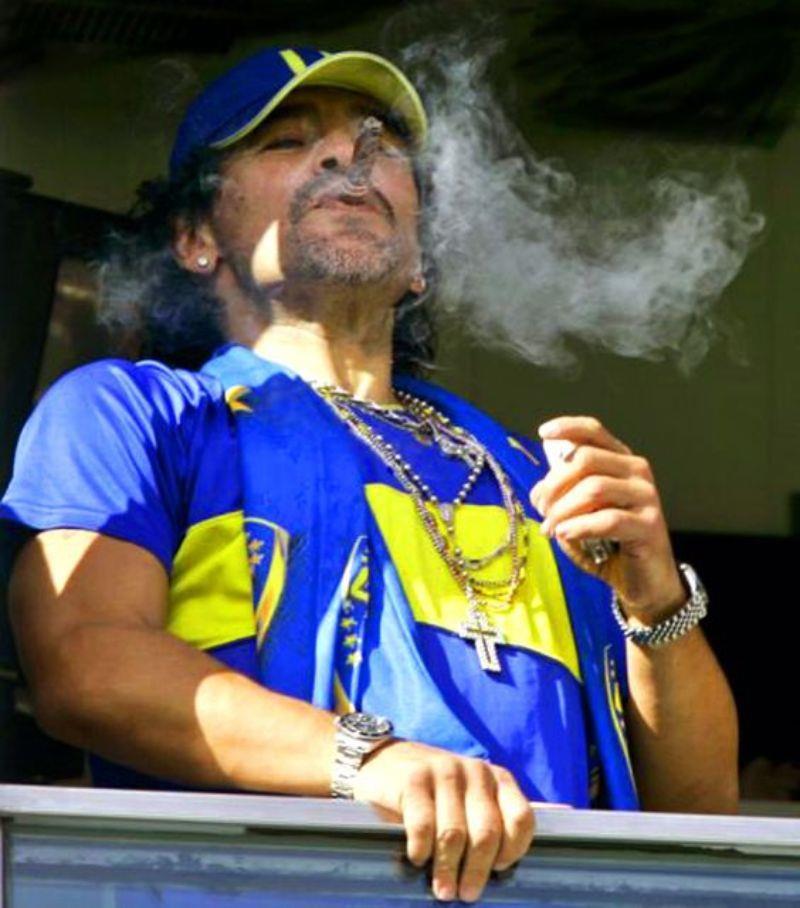 أبرز اللقطات في مسيرة مارادونا