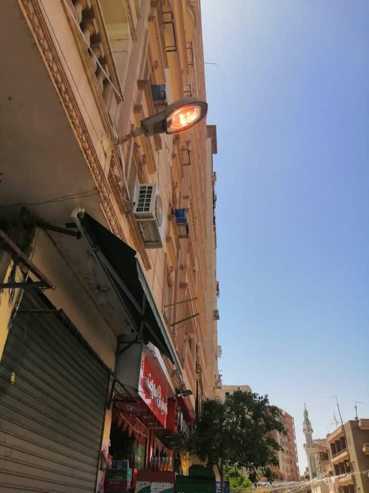 قامت ادارة الانارة باعمال تصليح الاعطال وتأمين الاعمدة الكهربائية بنطاق حي المعصرة