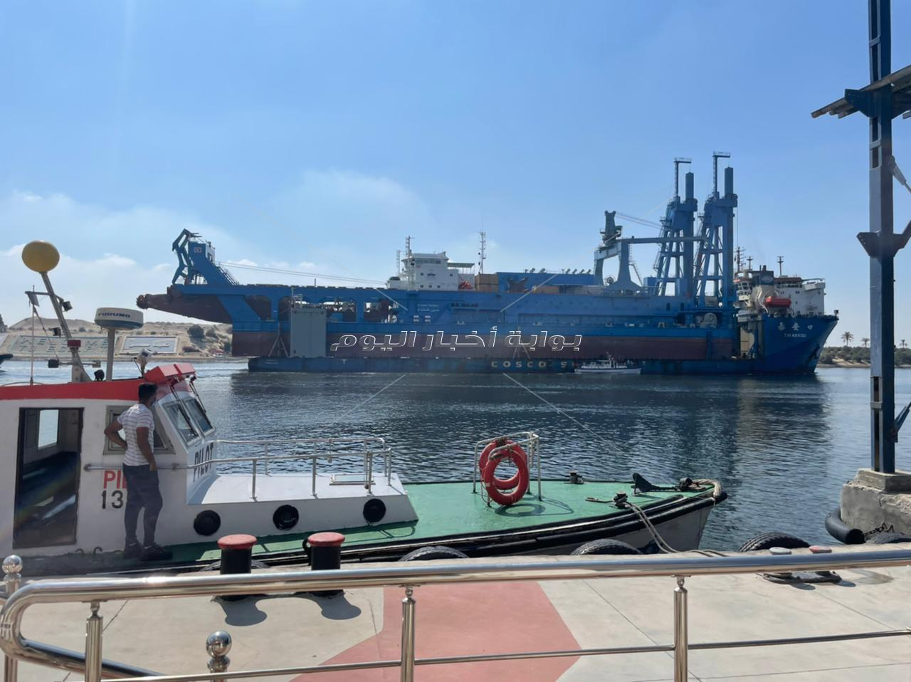 عبور الكراكة حسين طنطاوي بقناة السويس ضمن قافلة الشمال
