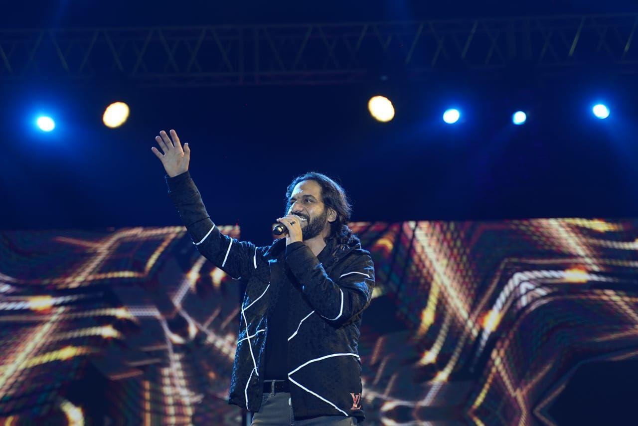 بهاء سلطان ودياب يحيان أقوي حفلات الإسكندرية في نادي سموحة (صور)