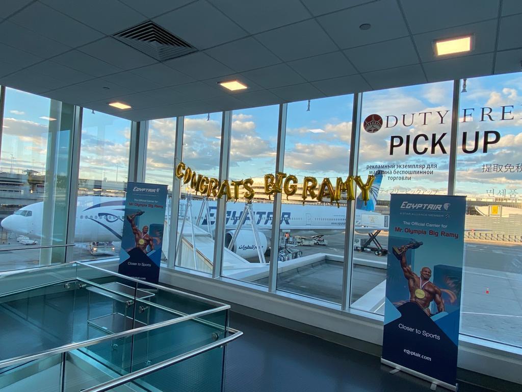 """مصر للطيران تستقبل البطل العالمى """"Big Ramy"""" بمطار جون كينيدي بنيويورك"""