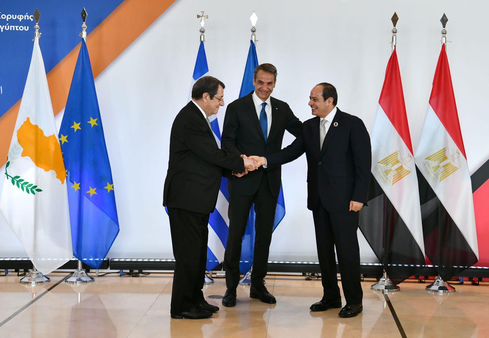 القمة الثلاثية بين مصر وقبرص واليونان  ووصول الرئيس السيسي العاصمة اليونانية أثينا
