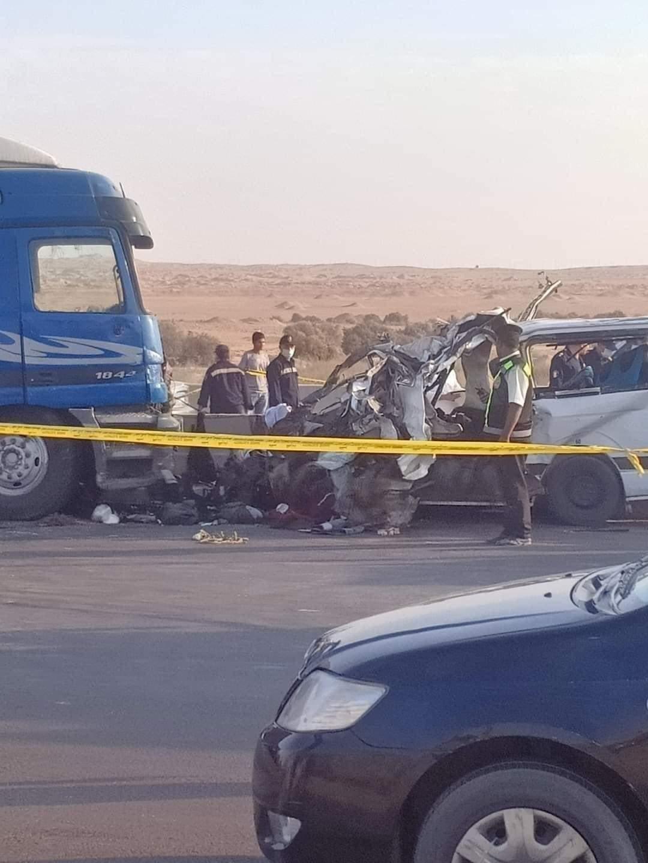 صور ترصد لحظات مأساوية لانتشال جثامين ضحايا الطريق الأوسطي