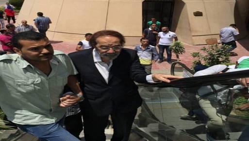 انهيار الفنان محمود ياسين في جنازة نور الشريف بوابة أخبار اليوم الإلكترونية