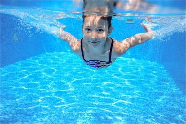 أحذر أمراض تنقلها حمامات السباحة