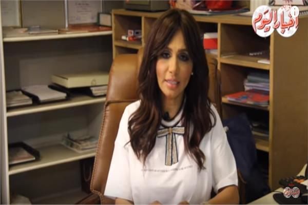 d1426ecd6105d فيديو.. طبيبة أمراض جلدية تحذر من تكرار استخدام شامبو ضد القشرة ...