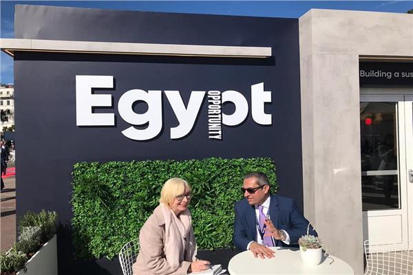 نائب وزير الإسكان يجري حوارات مع الصحف الأجنبية عن فرص الاستثمار العقاري في مصر