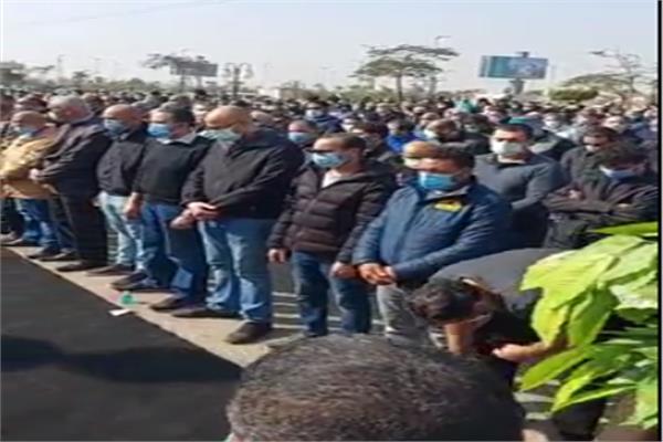 صلاة الجنازة على الفنان الراحل هادي الجيار | فيديو | بوابة أخبار اليوم  الإلكترونية